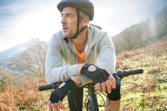 Metagenics - Sanprogin - l'homme se repose à vélo